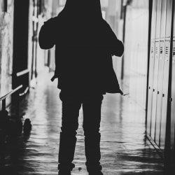 Criança sombra violência